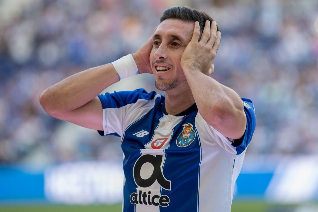 Arsenal want Hector Herrera to replace Aaron Ramsey in the summer