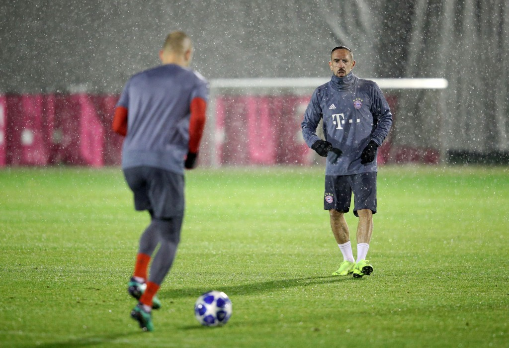 MUNICH, GERMANY - NOVEMBER 26: Franck Ribery of Bayern Munich trains with Arjen Robben of Bayern Munich during a Bayern Muenchen Training And Press Conference at Allianz Arena on November 26, 2018 in Munich, Germany. (Photo by Adam Pretty/Bongarts/Getty Images)