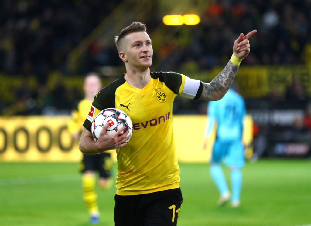 DORTMUND, GERMANY - DECEMBER 01: Marco Reus of Borussia Dortmund celebrates after scoring his team's first goal during the Bundesliga match between Borussia Dortmund and Sport-Club Freiburg at Signal Iduna Park on December 1, 2018 in Dortmund, Germany. (Photo by Lars Baron/Bongarts/Getty Images)