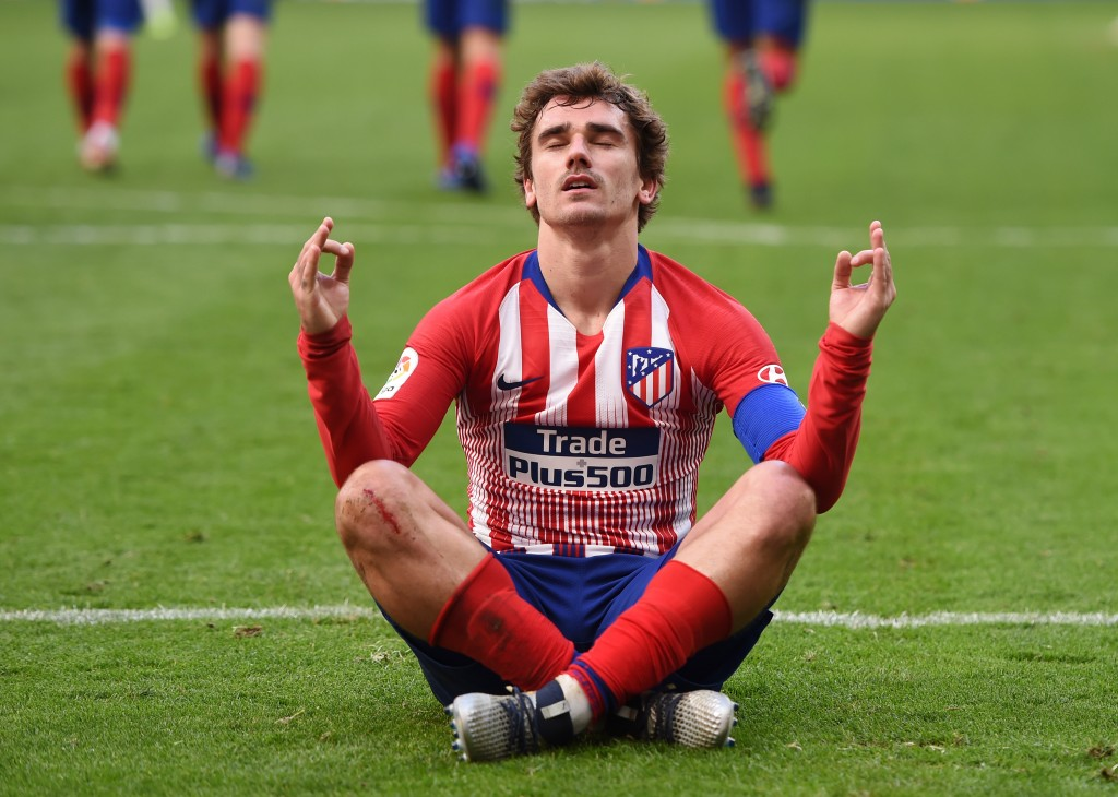 MADRID, SPAIN - DECEMBER 08: Antoine Griezmann of Atletico Madrid celebrates after scoring his team's second goal during the La Liga match between Club Atletico de Madrid and Deportivo Alaves at Wanda Metropolitano on December 8, 2018 in Madrid, Spain. (Photo by Denis Doyle/Getty Images)