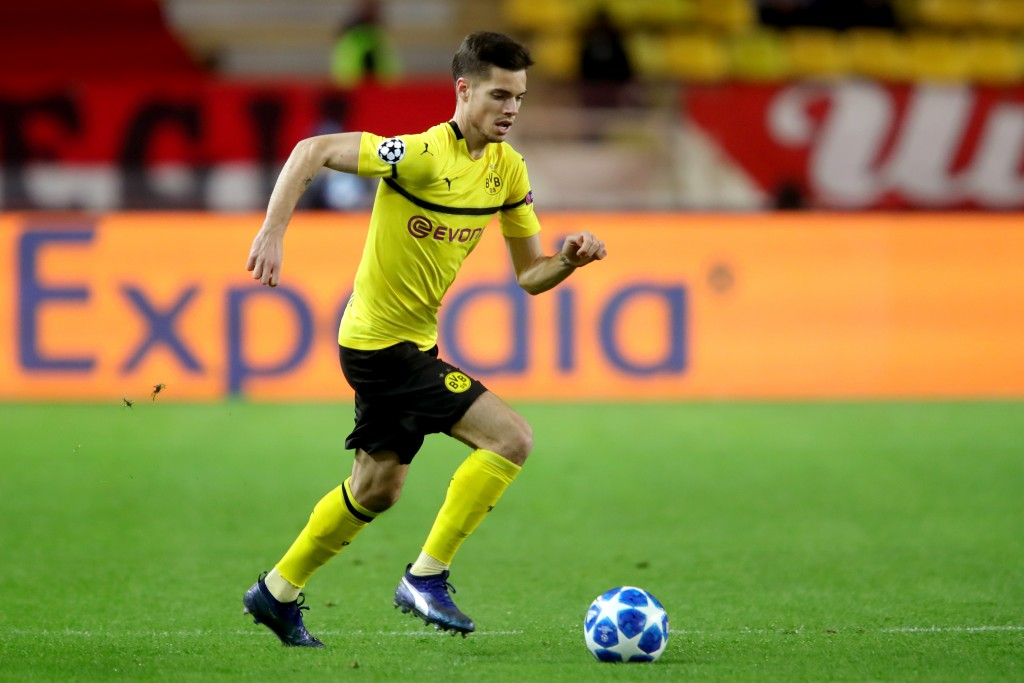 MONACO - DECEMBER 11: Julian Weigl of Dortmund runs with the ball during the UEFA Champions League Group A match between AS Monaco and Borussia Dortmund at Stade Louis II on December 11, 2018 in Monaco, Monaco. (Photo by Alexander Hassenstein/Bongarts/Getty Images)