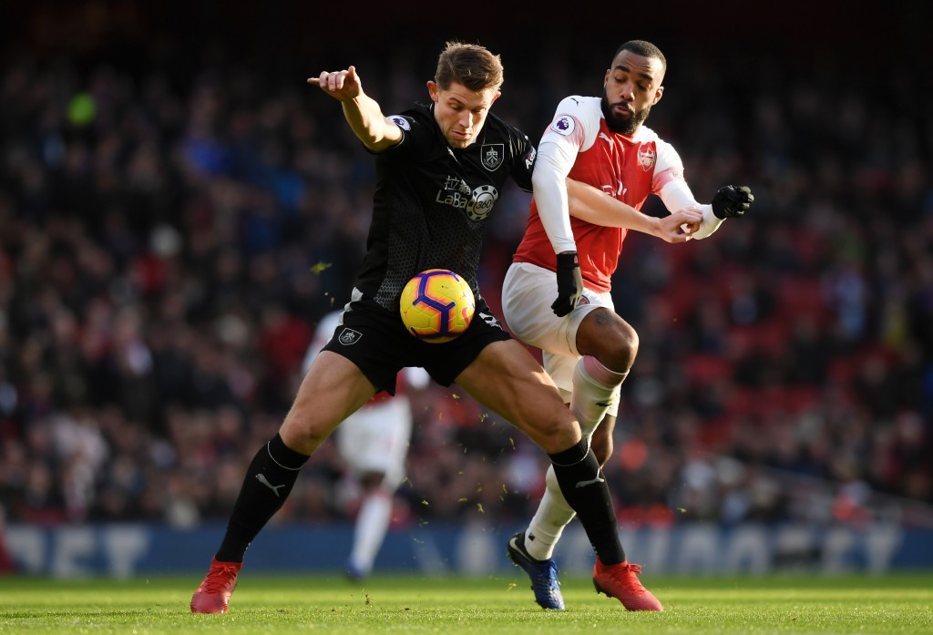 LONDON, ENGLAND - DECEMBER 22: James Tarkowski of Burnley battles for possession with Alexandre Lacazette of Arsenal during the Premier League match between Arsenal FC and Burnley FC at Emirates Stadium on December 22, 2018 in London, United Kingdom. (Photo by Shaun Botterill/Getty Images)