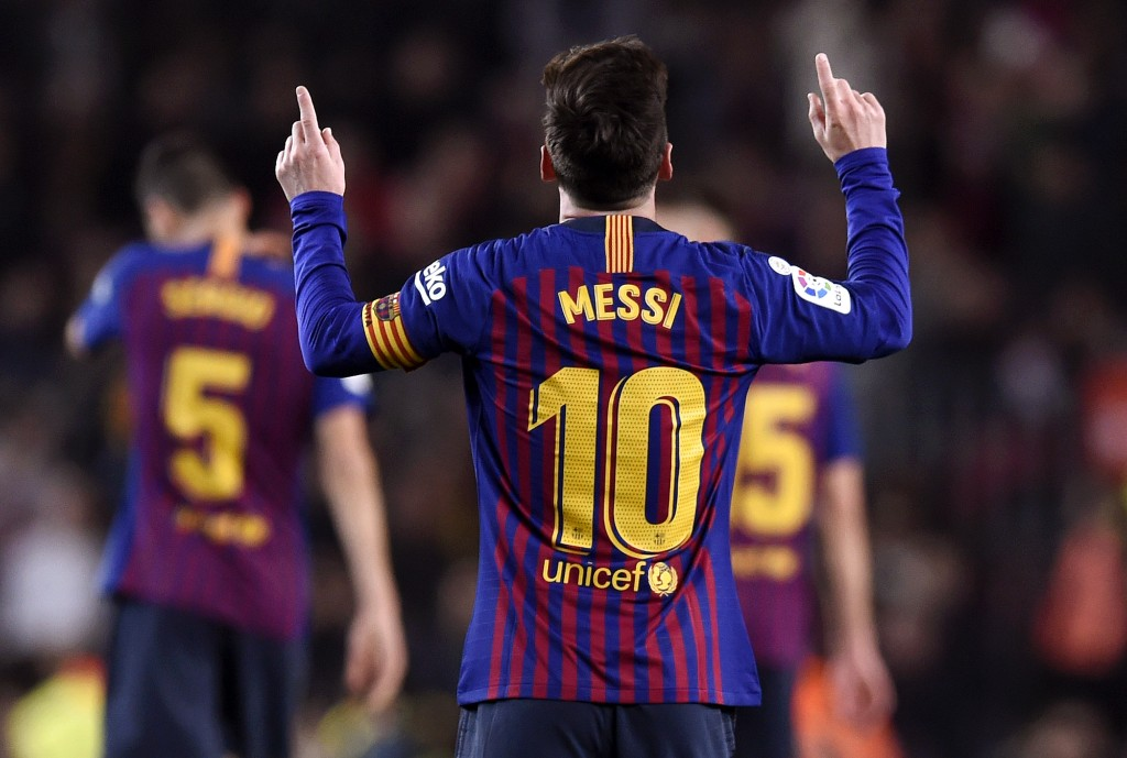BARCELONA, SPAIN - DECEMBER 22: Lionel Messi of Barcelona celebrates after scoring his team's second goal during the La Liga match between FC Barcelona and RC Celta de Vigo at Camp Nou on December 22, 2018 in Barcelona, Spain. (Photo by Alex Caparros/Getty Images)