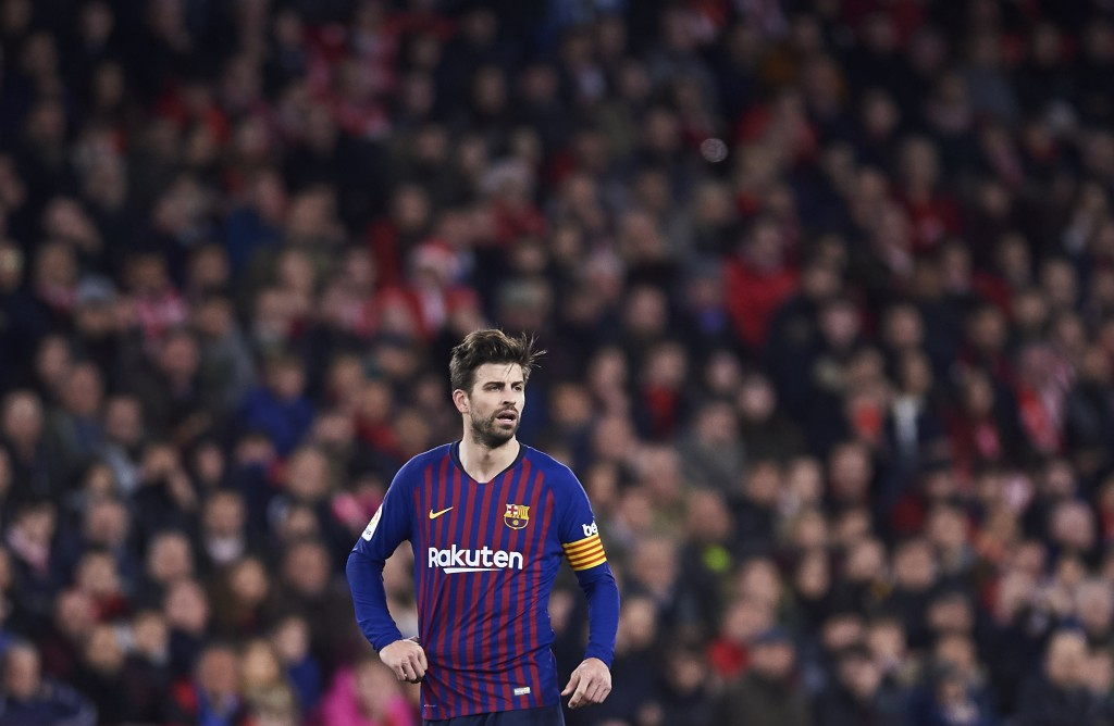 Pique was far from the leader that Barcelona needed on the night. (Photo by Aitor Alcalde/Getty Images)