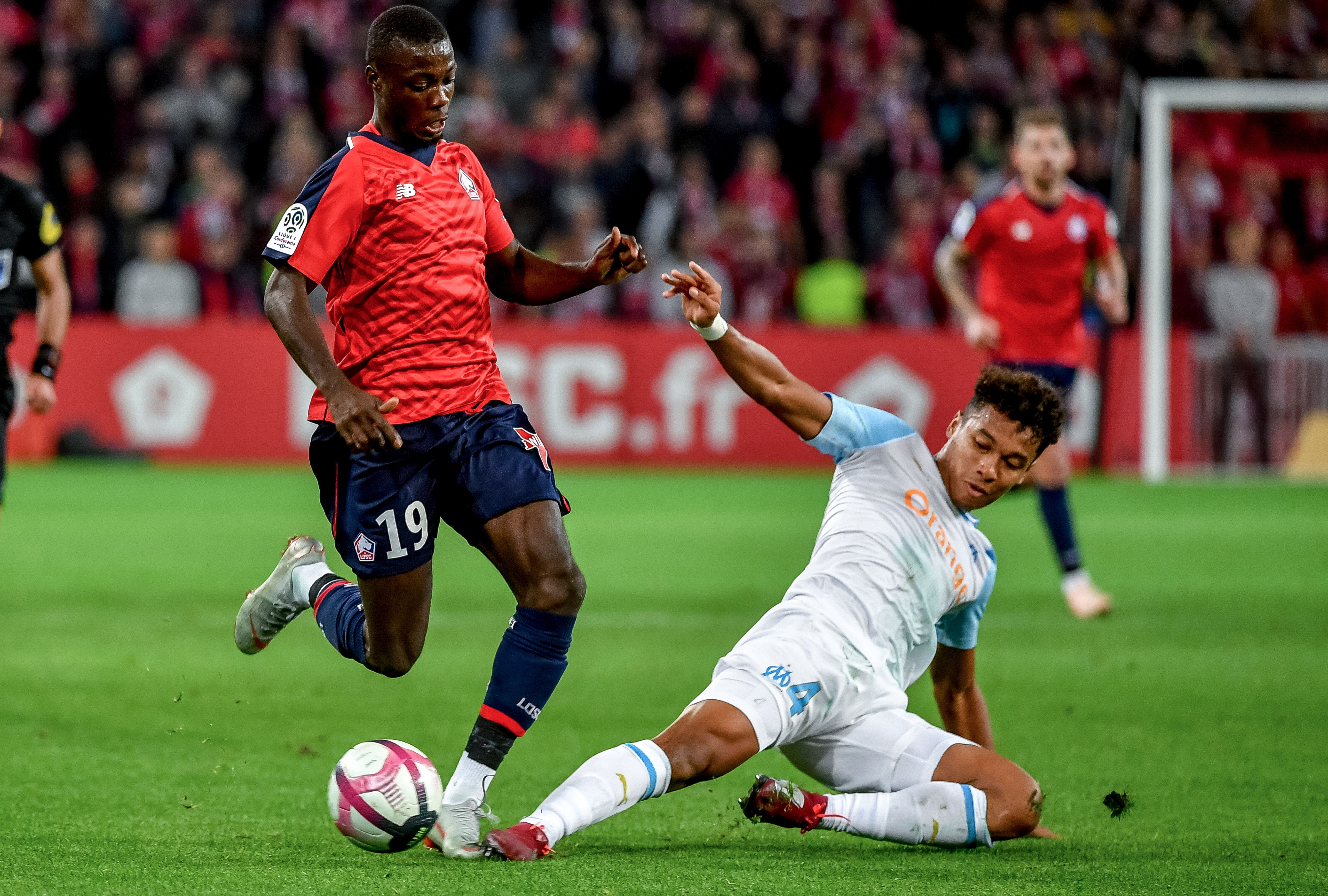 Marseille's French midfielder Boubacar Kamara (R) could be on the move in January (Photo by PHILIPPE HUGUEN/AFP/Getty Images)