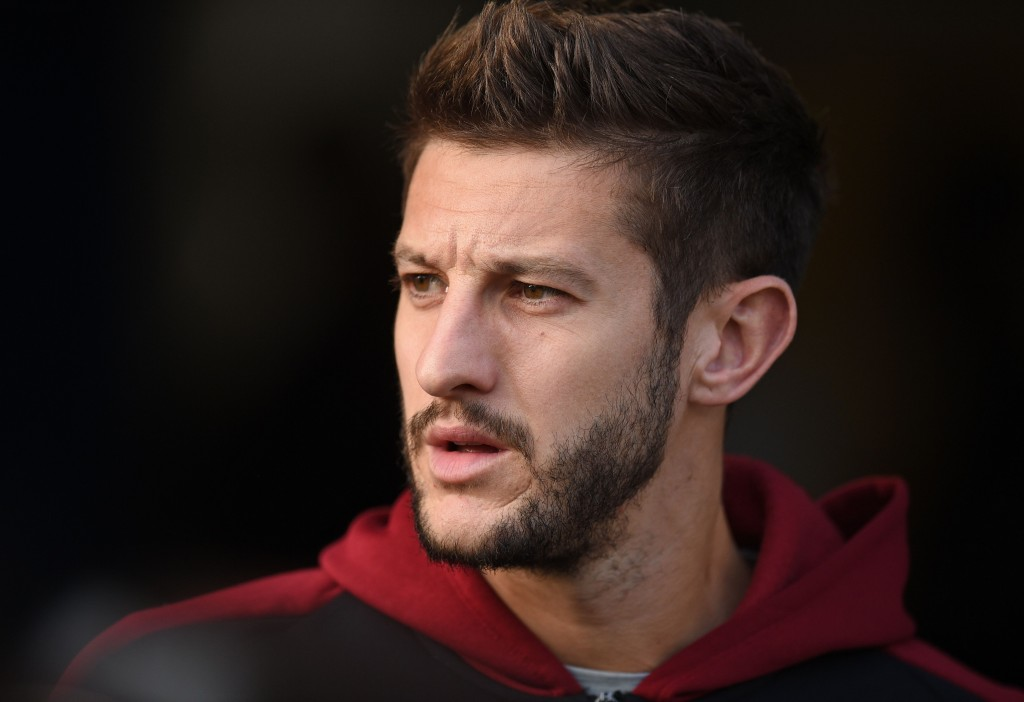 Liverpool's English midfielder Adam Lallana checks out the conditions ahead of the English Premier League football match between Huddersfield Town and Liverpool at the John Smith's stadium in Huddersfield, northern England on October 20, 2018. (Photo by Oli SCARFF / AFP) / RESTRICTED TO EDITORIAL USE. No use with unauthorized audio, video, data, fixture lists, club/league logos or 'live' services. Online in-match use limited to 120 images. An additional 40 images may be used in extra time. No video emulation. Social media in-match use limited to 120 images. An additional 40 images may be used in extra time. No use in betting publications, games or single club/league/player publications. / (Photo credit should read OLI SCARFF/AFP/Getty Images)