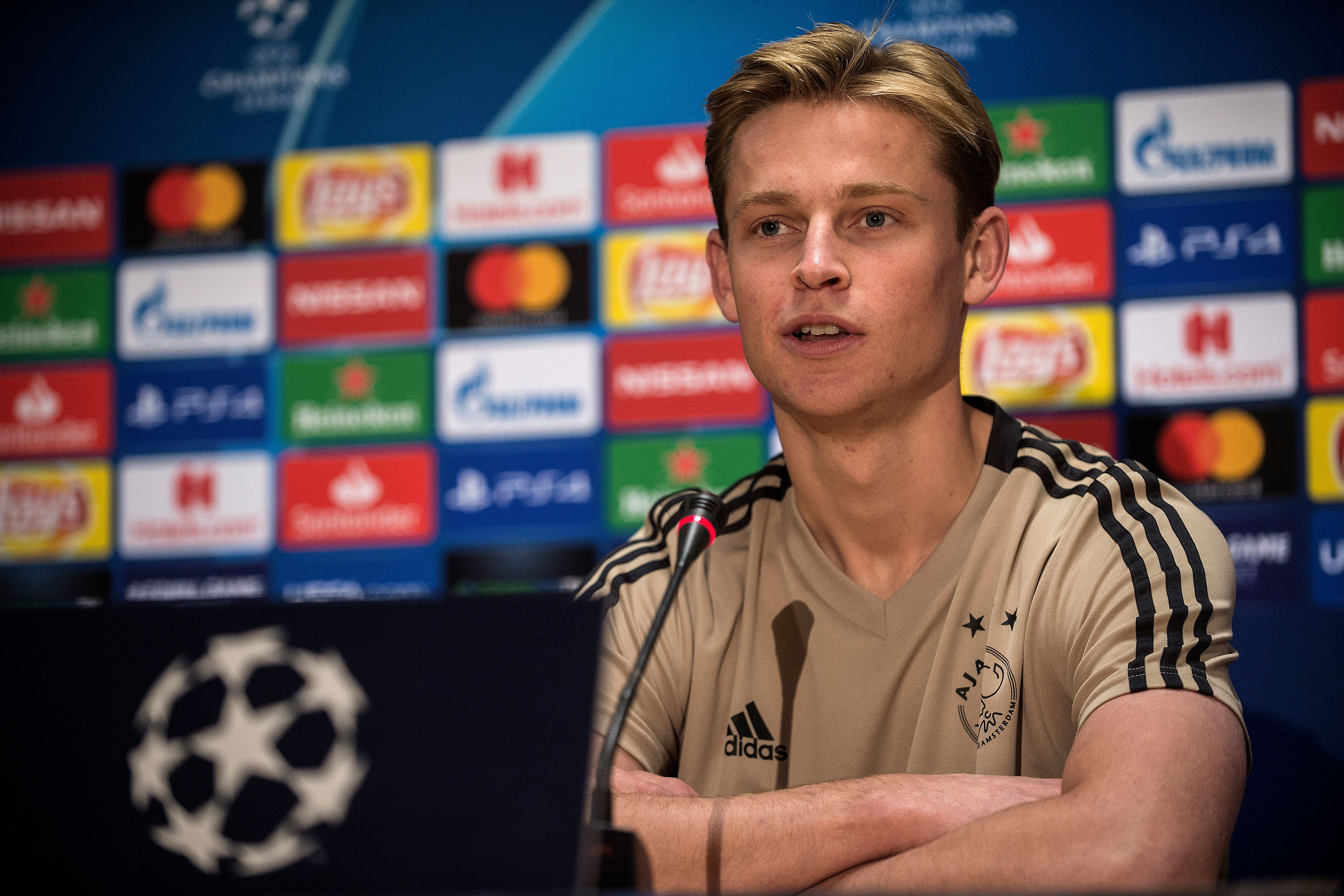 Frenkie de Jong's arrival will scupper Oriol Busquets' chances at Barcelona. (Photo courtesy: AFP/Getty)