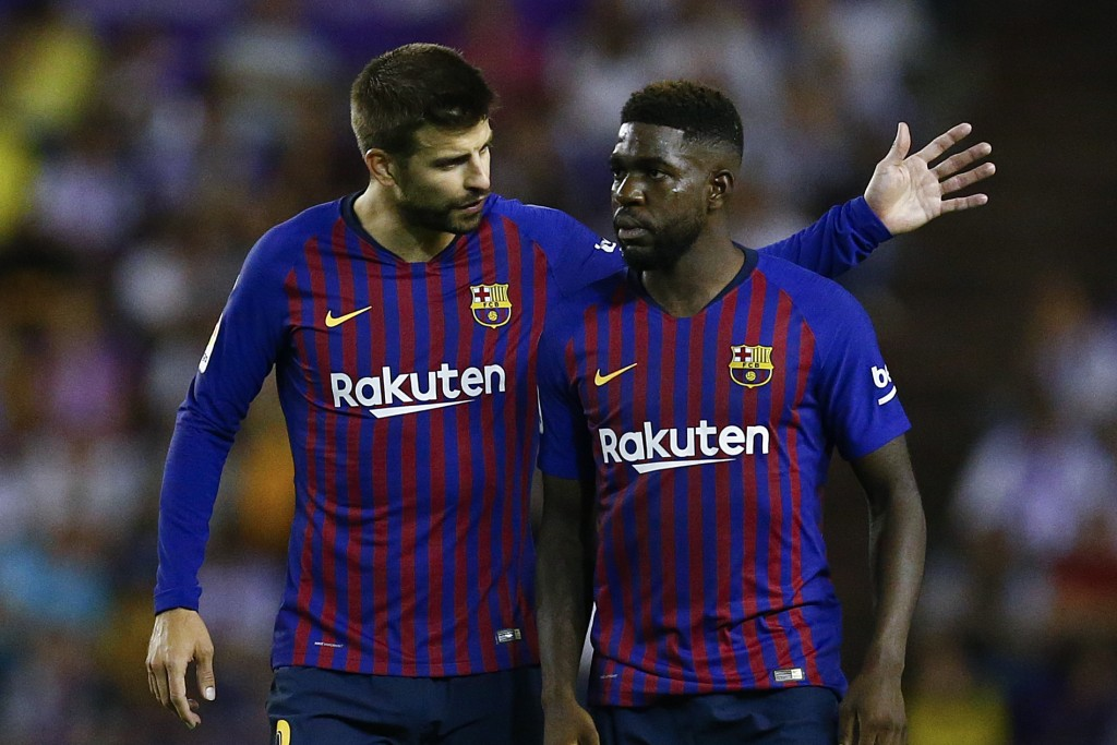 While Gerard Pique is in the last stages of his career, Samuel Umtiti is no longer a reliable option for Barcelona. (Photo by Benjamin Cremel/AFP/Getty Images)
