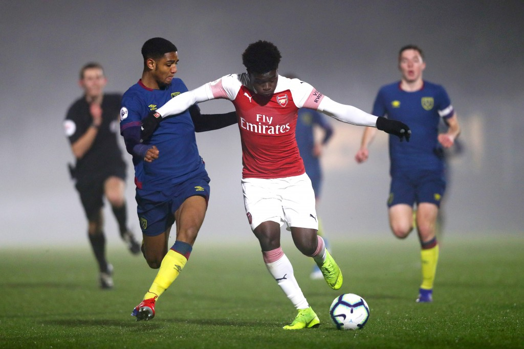 BOREHAMWOOD, ENGLAND - FEBRUARY 04: Bukayo Saka of Arsenal controls the ball during the Premier League 2 match between Arsenal and West Ham at Meadow Park on February 4, 2019 in Borehamwood, England. (Photo by Naomi Baker/Getty Images)