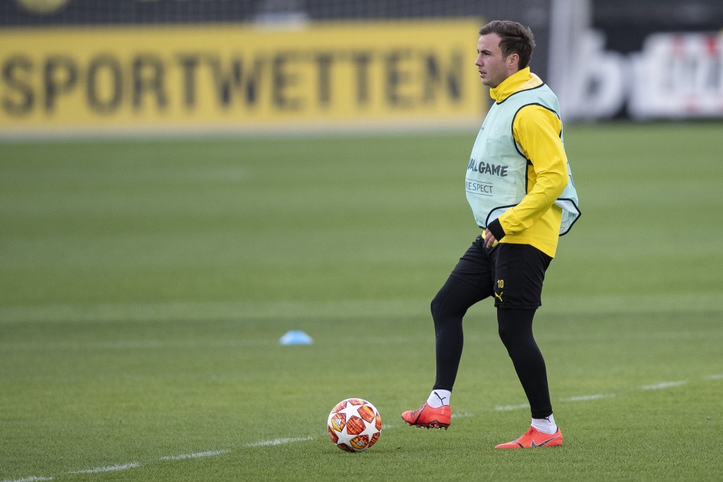 DORTMUND, GERMANY - MARCH 04: Mario Gotze #10 of Borussia Dortmund during a Borussia Dortmund training session ahead of their UEFA Champions League Round of 16 Second Leg match against Tottenham Hotspur on March 04, 2019 in Dortmund, Germany. (Photo by Maja Hitij/Getty Images)