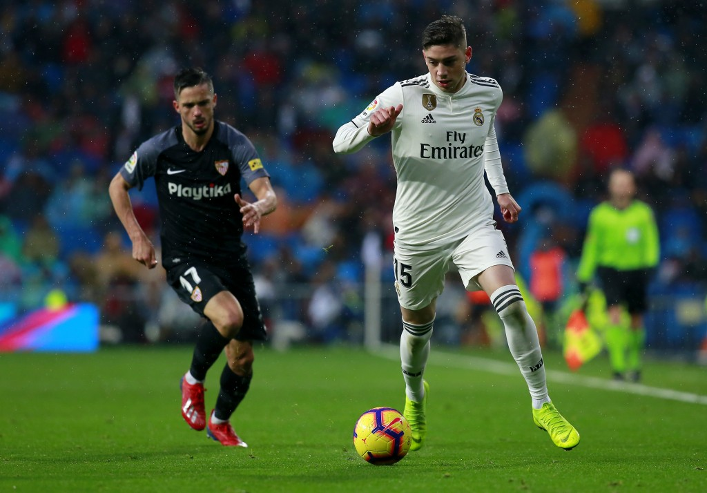 MADRID, SPAIN - JANUARY 19: Federico Valverde of Real Madrid runs with the ball during the La Liga match between Real Madrid CF and Sevilla FC at Estadio Santiago Bernabeu on January 19, 2019 in Madrid, Spain. (Photo by Gonzalo Arroyo Moreno/Getty Images)