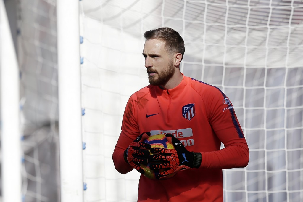 Time for Manchester United to sign another Atletico Madrid goalkeeper? (Picture Courtesy - AFP/Getty Images)