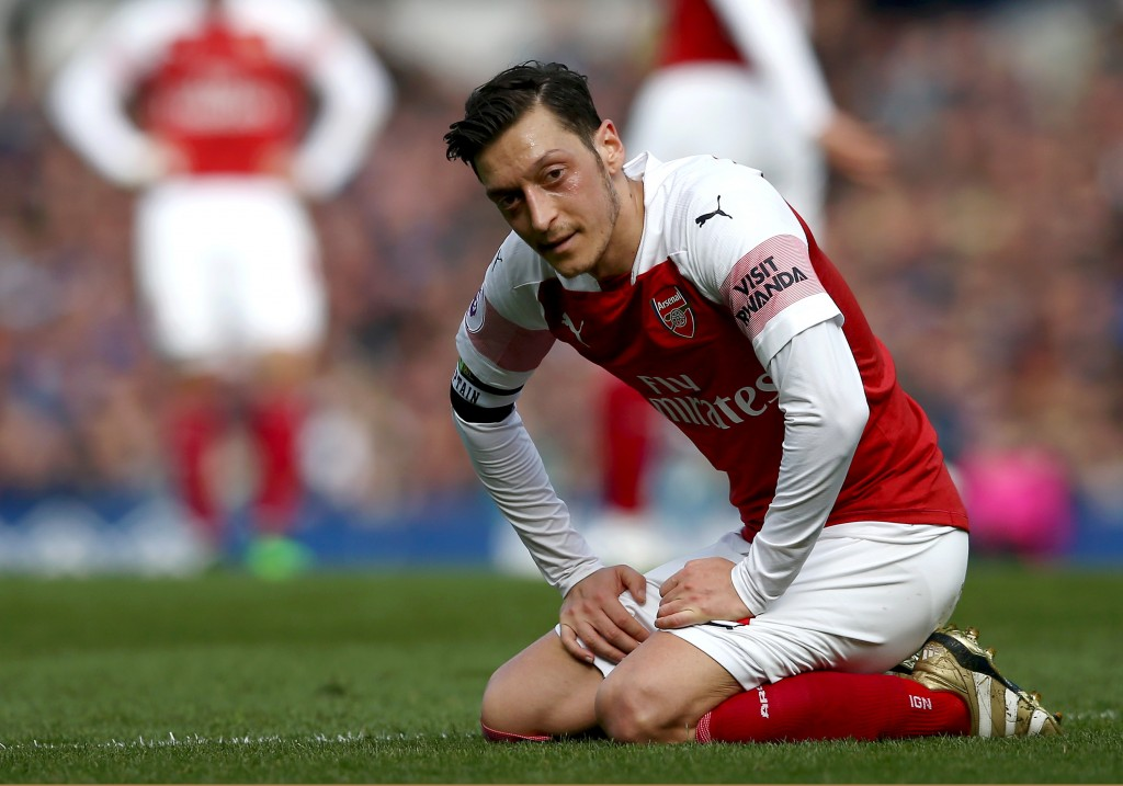 Ozil was almost anonymous during Arsenal's loss to Everton. (Photo by Jan Kruger/Getty Images)