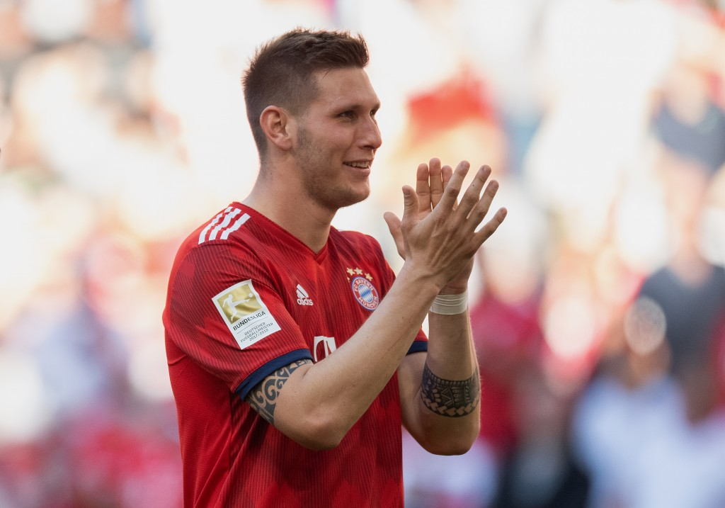 MUNICH, GERMANY - APRIL 20: Niklas Suele of FC Bayern Muenchen applauds the fans after the Bundesliga match between FC Bayern Muenchen and SV Werder Bremen at Allianz Arena on April 20, 2019 in Munich, Germany. (Photo by Matthias Hangst/Bongarts/Getty Images)