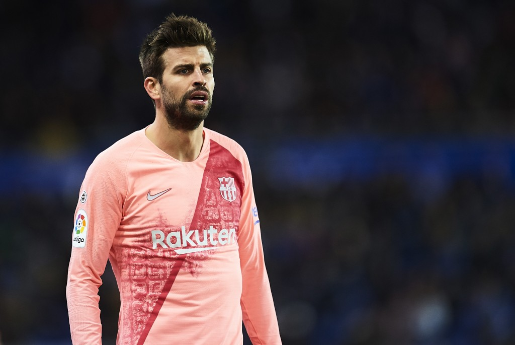Pique was typically assertive at the back. (Photo by Juan Manuel Serrano Arce/Getty Images)