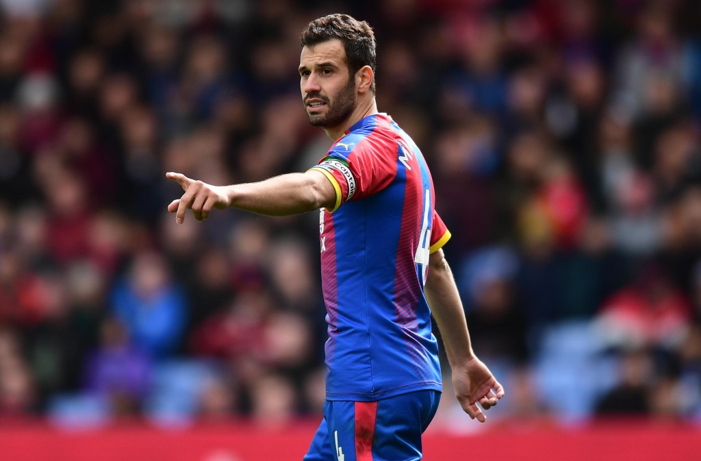 LONDON, ENGLAND - APRIL 27: Luka Milivojevic of Crystal Palace gestures during the Premier League match between Crystal Palace and Everton FC at Selhurst Park on April 27, 2019 in London, United Kingdom. (Photo by Alex Broadway/Getty Images)