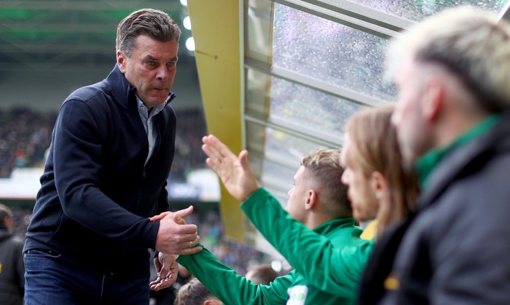 MOENCHENGLADBACH, GERMANY - MAY 04: Head coach Dieter Hecking of Moenchengladbach is seen prior to the Bundesliga match between Borussia Moenchengladbach and TSG 1899 Hoffenheim at Borussia-Park on May 04, 2019 in Moenchengladbach, Germany. (Photo by Lars Baron/Bongarts/Getty Images)