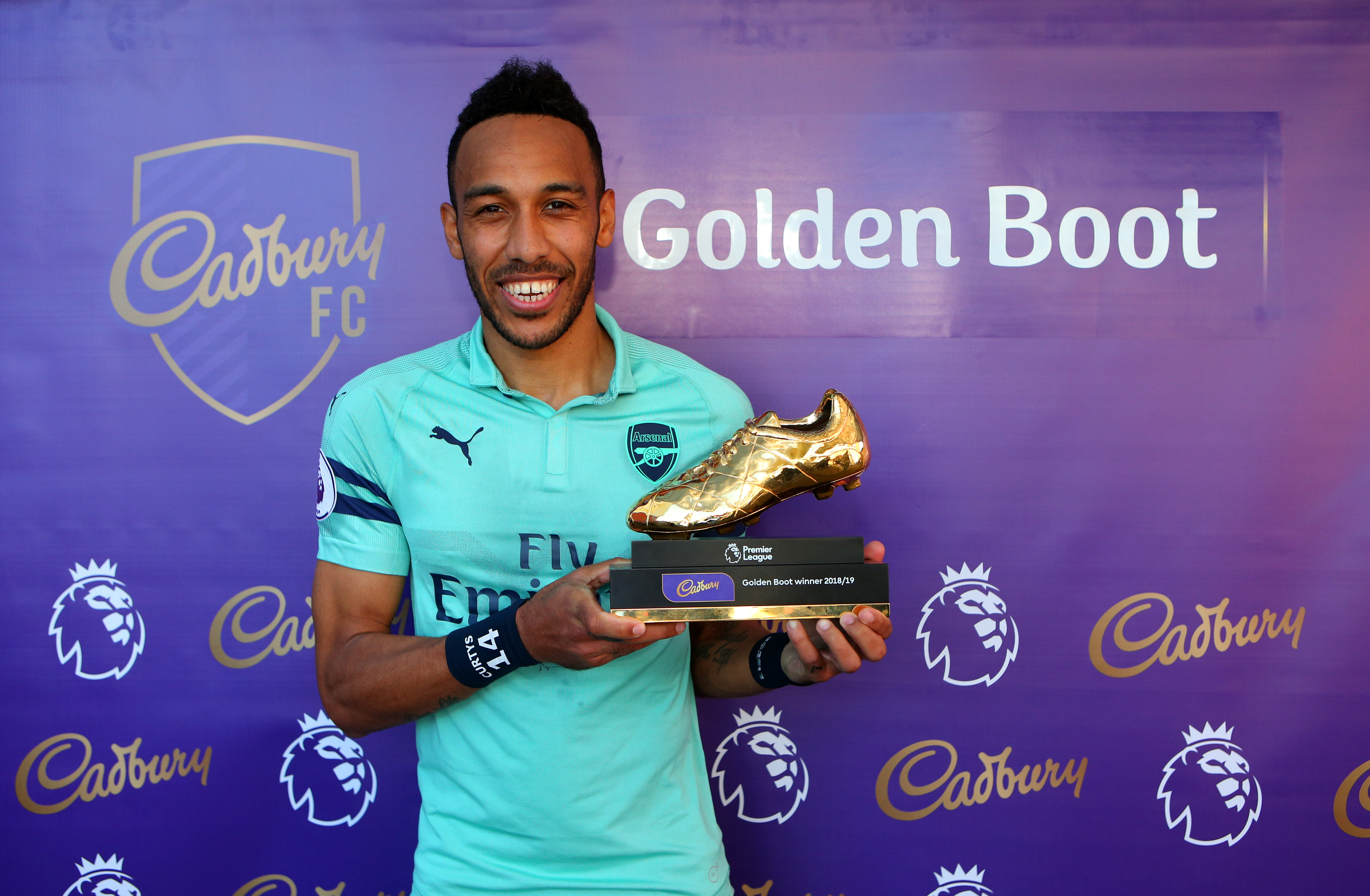 Aubameyang's two goals against Burnley won him the Golden Boot. (Photo courtesy: AFP/Getty)