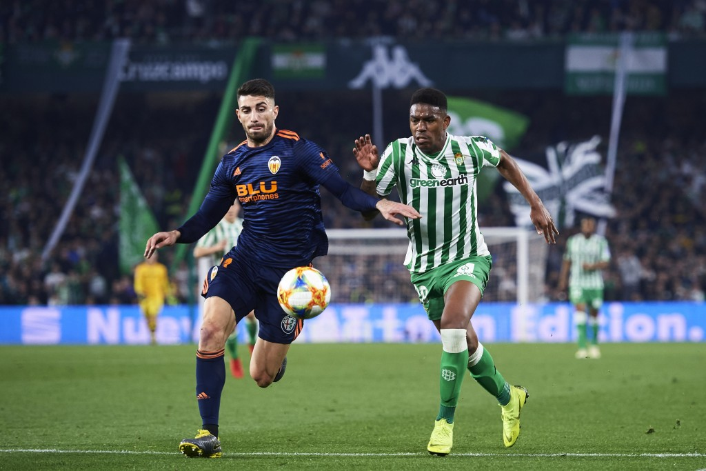 The suitors keep on coming for Junior Firpo (R). (Photo by Aitor Alcalde/Getty Images)