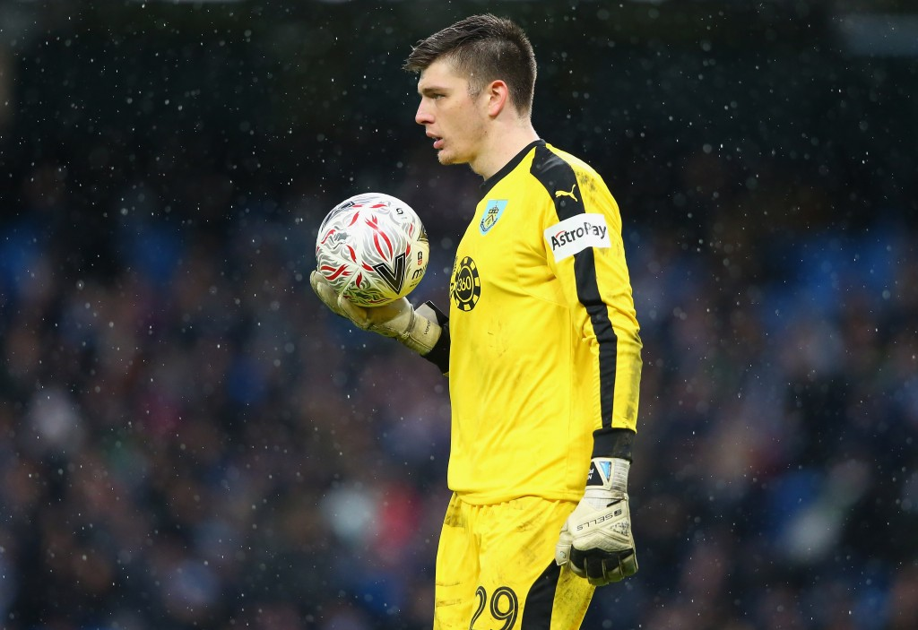Should Arsenal replace Petr Cech with Burnley's Nick Pope? (Photo courtesy: AFP/Getty)