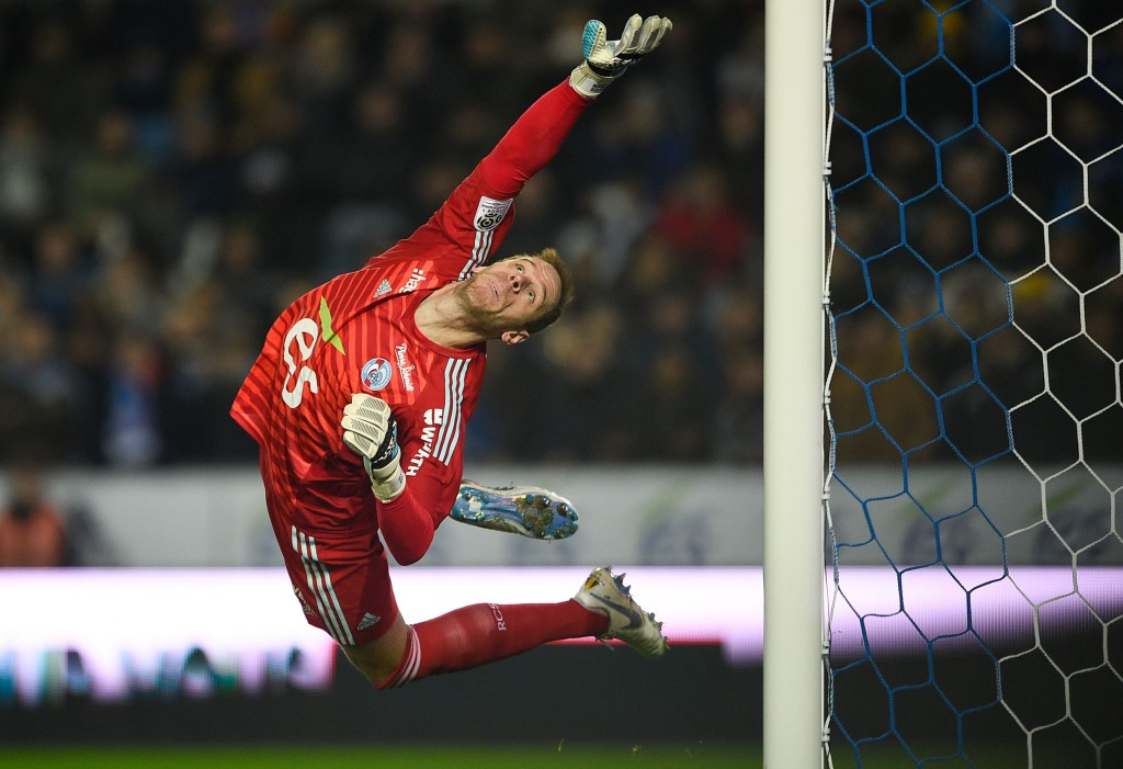 Strasbourg's Belgian goalkeeper Matz Sels jumps to catch the ball during the French L1 football match between Strasbourg and Paris Saint-Germain (PSG) at the Stade de la Meinau stadium, in Strasbourg, on December 5, 2018. (Photo by JEAN-CHRISTOPHE VERHAEGEN / AFP) (Photo credit should read JEAN-CHRISTOPHE VERHAEGEN/AFP/Getty Images)