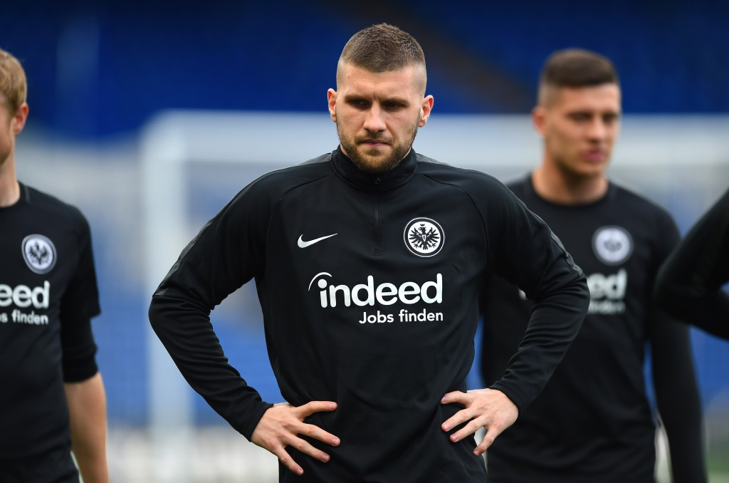 LONDON, ENGLAND - MAY 08: Ante Rebic of Eintracht Frankfurt trains during the Eintracht Frankfurt Training Session on the eve of their UEFA Europa League semi final against Chelsea at Stamford Bridge on May 08, 2019 in London, England. (Photo by Harriet Lander/Getty Images)