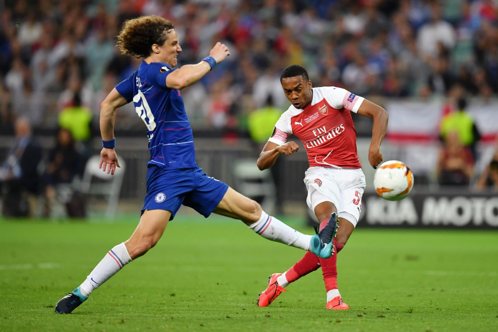 Arsenal sign Brazilian defender Luiz from Chelsea