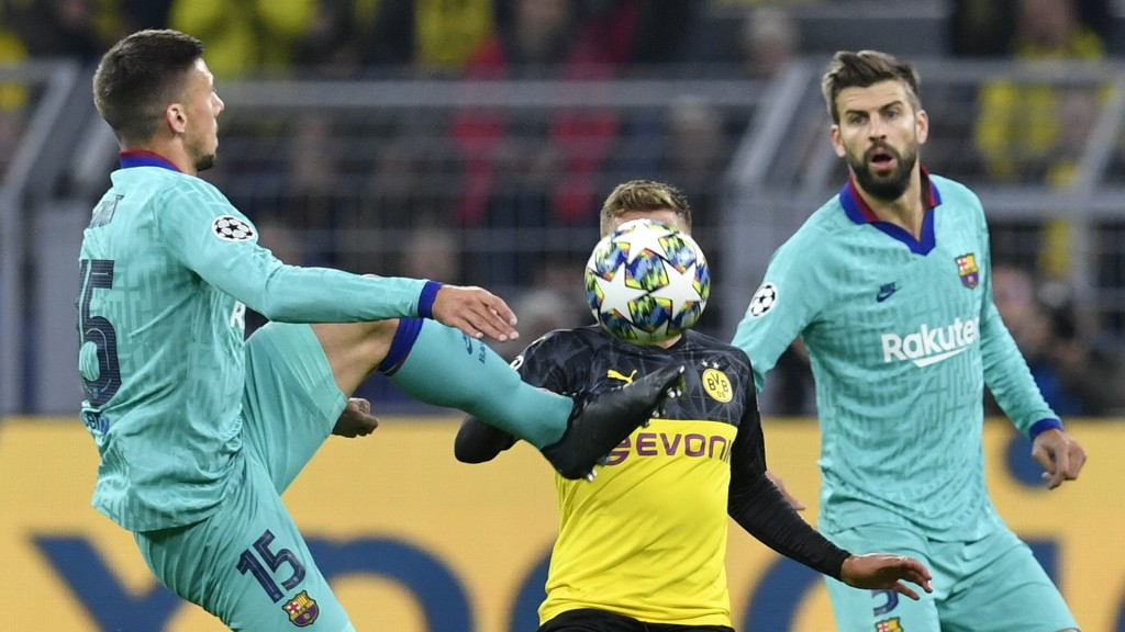 Lenglet and Pique struggled (Photo by JOHN MACDOUGALL/AFP/Getty Images)