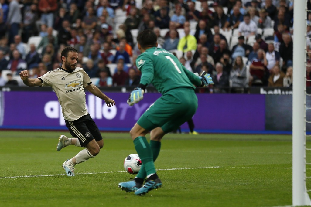 Mata missed a glorious chance (Photo by IAN KINGTON/AFP/Getty Images)