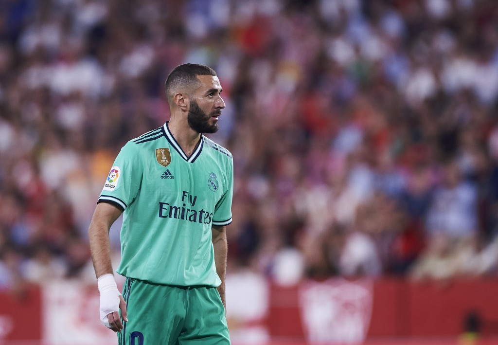 Benzema could be benched by Zidane (Photo by Aitor Alcalde/Getty Images)