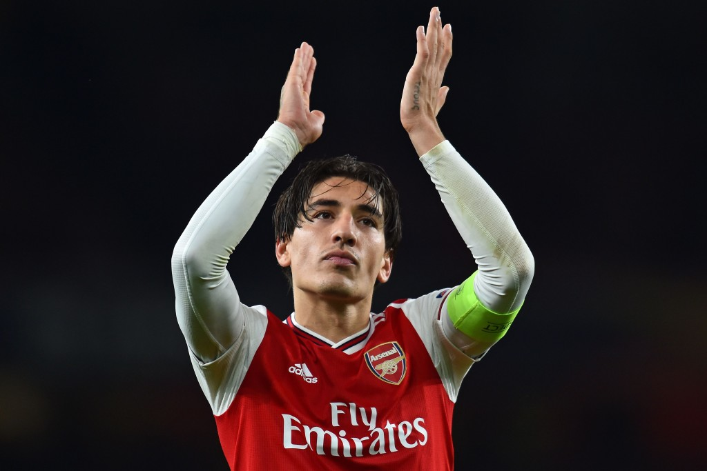 Arsenal's Spanish defender Hector Bellerin applauds as he celebrates on the pitch after the UEFA Europa League Group F football match between Arsenal and Standard Liege at the Arsenal Stadium in London on October 3, 2019. - Arsenal won the game 4-0. (Photo by Glyn KIRK / AFP) (Photo by GLYN KIRK/AFP via Getty Images)