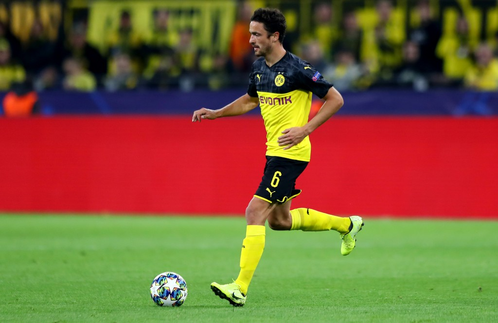 DORTMUND, GERMANY - SEPTEMBER 17: Thomas Delaney of Dortmund runs with the ball during the UEFA Champions League group F match between Borussia Dortmund and FC Barcelona at Signal Iduna Park on September 17, 2019 in Dortmund, Germany. (Photo by Martin Rose/Bongarts/Getty Images)