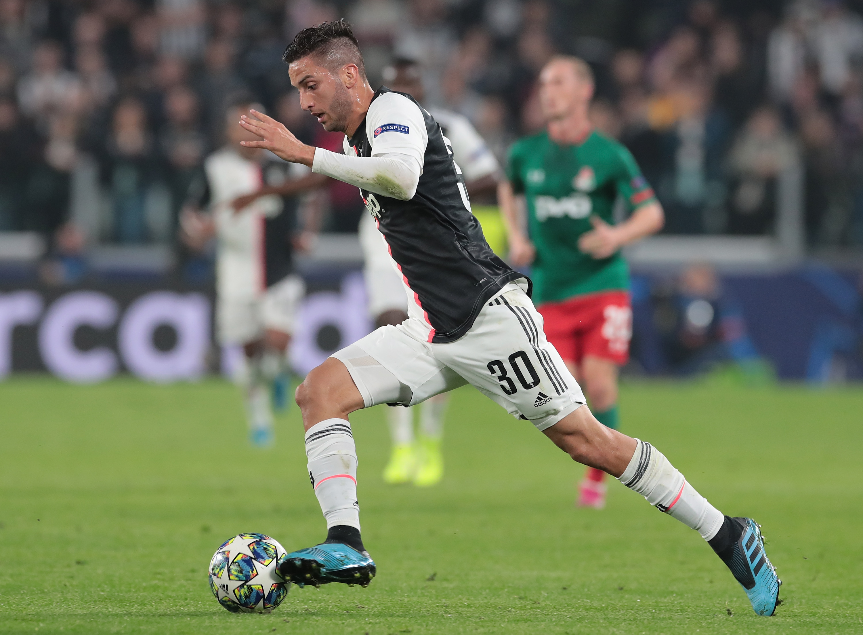 TURIN, ITALY - OCTOBER 22: Rodrigo Bentancur of Juventus in action during the UEFA Champions League group D match between Juventus and Lokomotiv Moskva at Allianz Stadium on October 22, 2019 in Turin, Italy. (Photo by Emilio Andreoli/Getty Images)