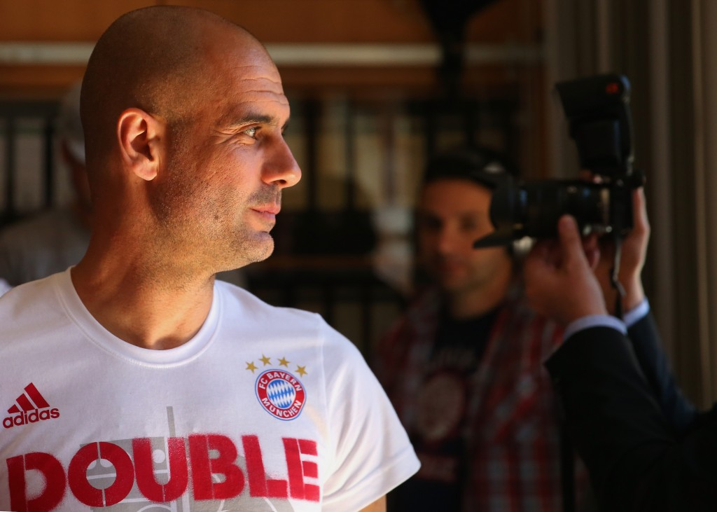 Erik ten Hag learned the ropes from Pep Guardiola during their time at Bayern Munich. (Photo by Alexander Hassenstein/Bongarts/Getty Images)