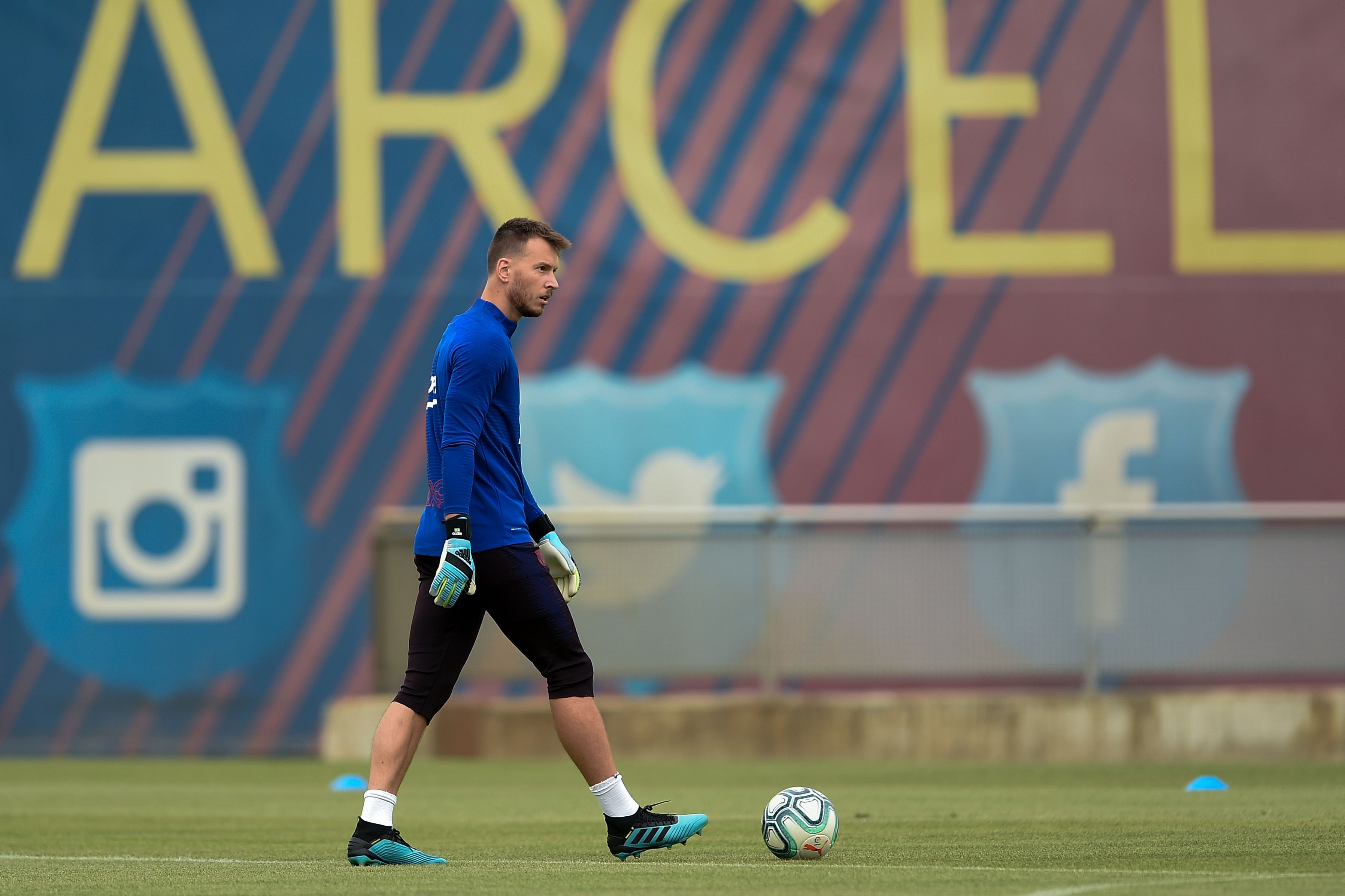 Neto on his way to Arsenal? (Photo by JOSEP LAGO/AFP via Getty Images)