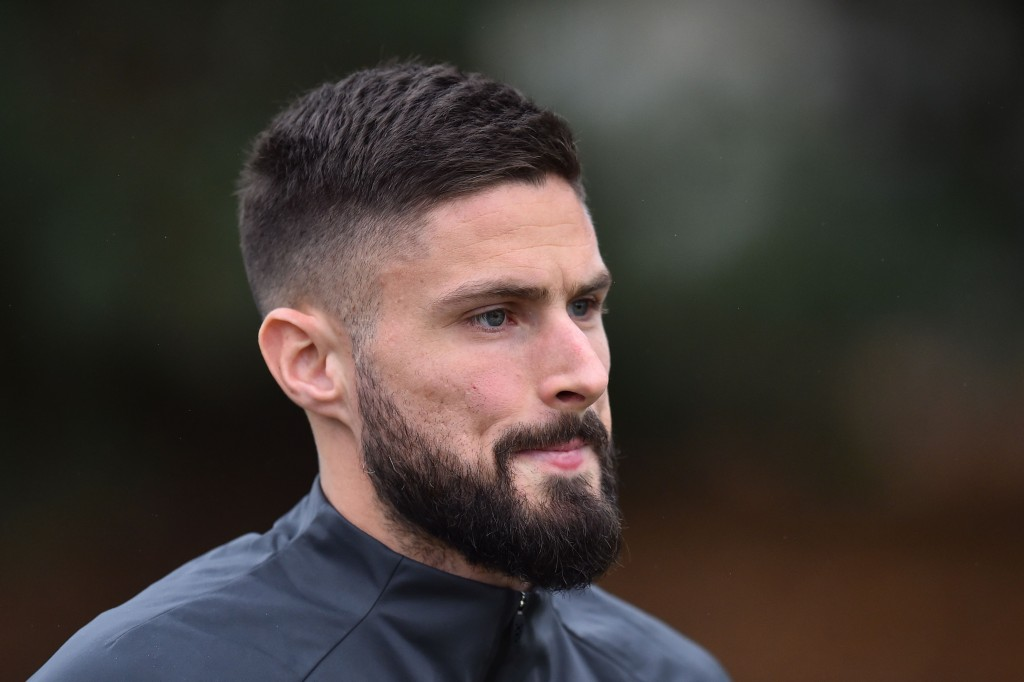 Chelsea's French striker Olivier Giroud attends a training session at Chelsea's Cobham training facility in Stoke D'Abernon, southwest of London on November 26, 2019, on the eve of their UEFA Champions League Group H football match against Valencia. (Photo by Glyn KIRK / AFP) (Photo by GLYN KIRK/AFP via Getty Images)
