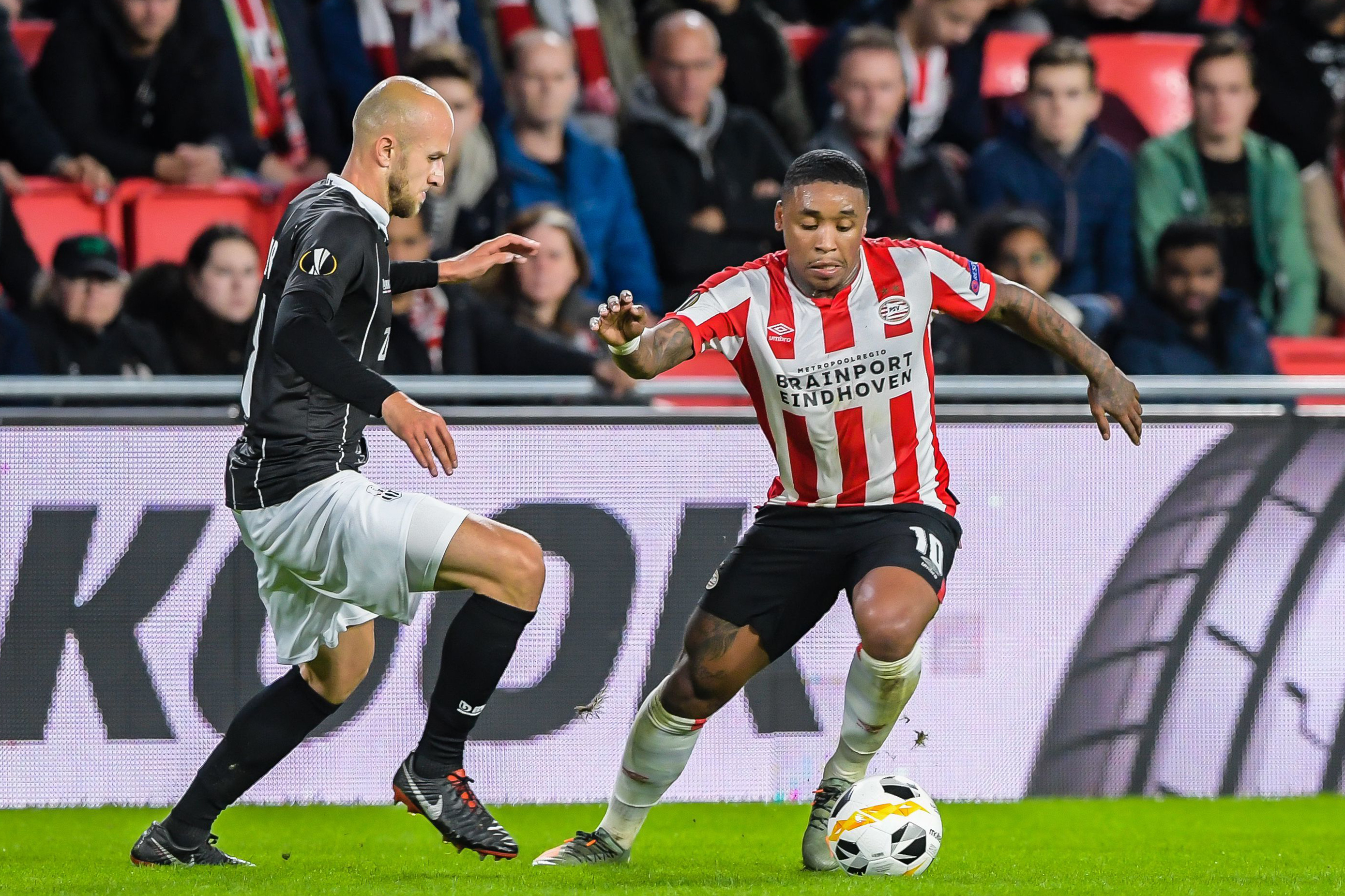 Bergwijn on his way to Tottenham (Photo by GERRIT VAN KEULEN/AFP via Getty Images)
