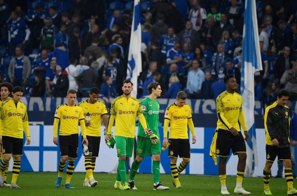 Dortmund's players react the German First division Bundesliga football match between Schalke 04 and Borussia Dortmund in Gelsenkirchen, on October 26, 2019. (Photo by INA FASSBENDER / AFP) / DFL REGULATIONS PROHIBIT ANY USE OF PHOTOGRAPHS AS IMAGE SEQUENCES AND/OR QUASI-VIDEO (Photo by INA FASSBENDER/AFP via Getty Images)