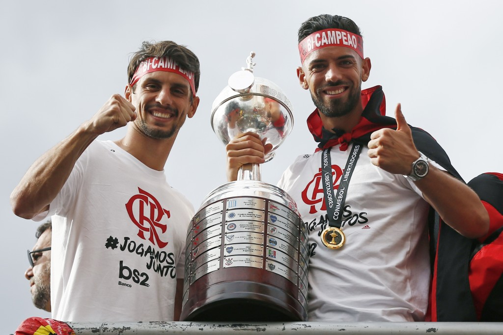 RIO DE JANEIRO, BRAZIL - NOVEMBER 24: Rodrigo Caio and Pablo Mari of Flamengo pose with the trophy on a bus during the celebrations the day after Flamengo won the Copa CONMEBOL Libertadores on November 24, 2019 in Rio de Janeiro, Brazil. (Photo by Wagner Meier/Getty Images)