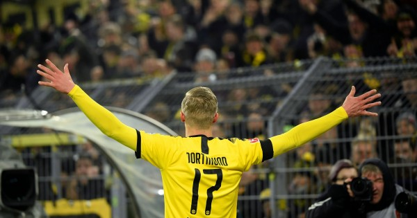 Transfer News: Borussia Dortmund to demand Martin Odegaard from... - The Hard Tackle