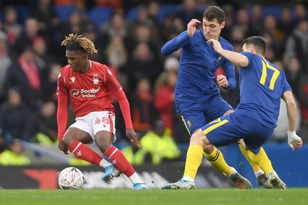 LONDON, ENGLAND - JANUARY 05: Alexander Mighten of Nottingham Forest runs with the ball under pressure from Andreas Christensen and Mateo Kovacic of Chelsea during the FA Cup Third Round match between Chelsea and Nottingham Forest at Stamford Bridge on January 05, 2020 in London, England. (Photo by Mike Hewitt/Getty Images)