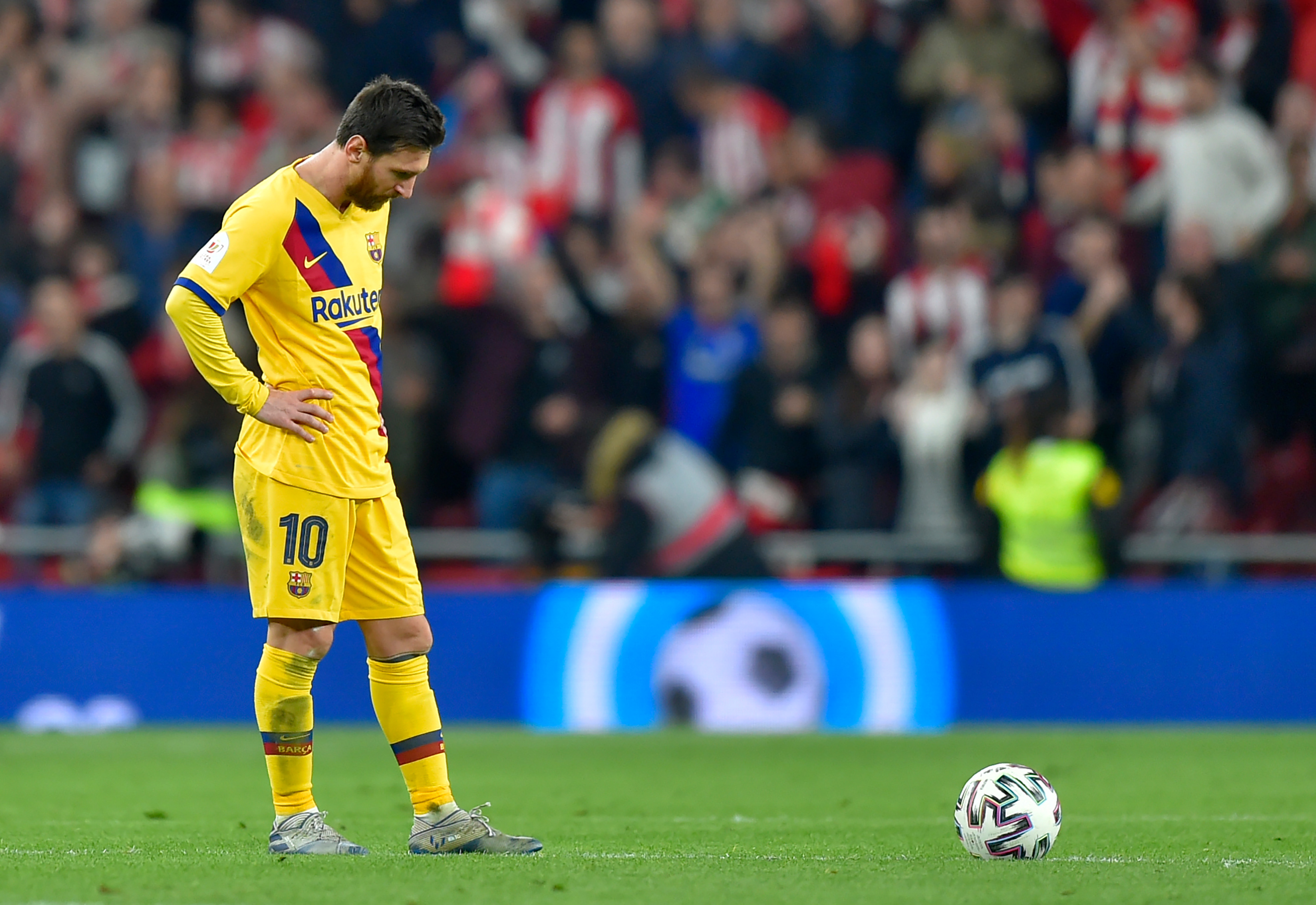 Lionel Messi has often been left on his own by Barcelona lately. (Photo by Ander Gillenea/AFP via Getty Images)