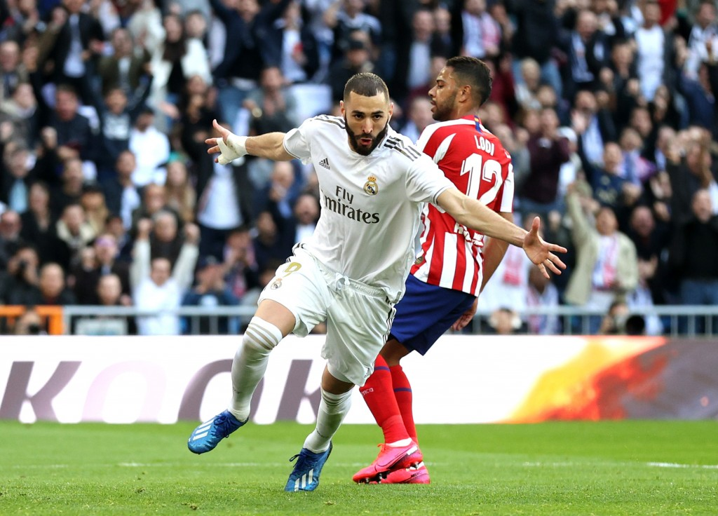 MADRID, SPAIN - FEBRUARY 01: Karim Benzema of Real Madrid celebrates after scoring his team's first goal during the La Liga match between Real Madrid CF and Club Atletico de Madrid at Estadio Santiago Bernabeu on February 01, 2020 in Madrid, Spain. (Photo by Angel Martinez/Getty Images)