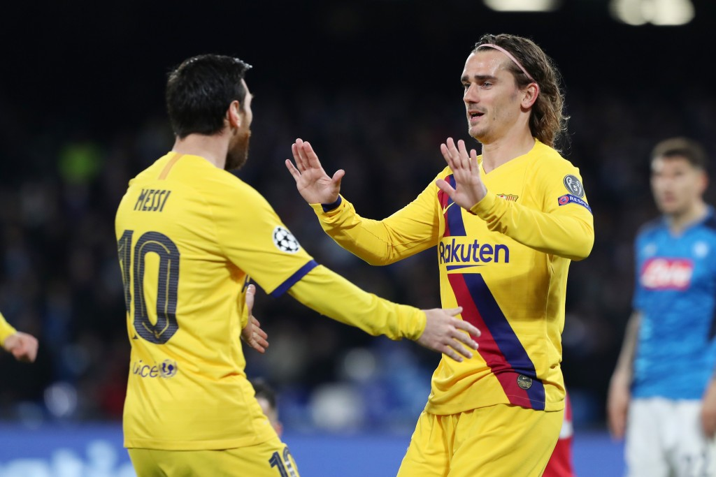 NAPLES, ITALY - FEBRUARY 25: Lionel Messi and Antoine Griezmann of FC Barcelona celebrate the 1-1 goal scored by Antoine Griezmann during the UEFA Champions League round of 16 first leg match between SSC Napoli and FC Barcelona at Stadio San Paolo on February 25, 2020 in Naples, Italy. (Photo by Francesco Pecoraro/Getty Images)