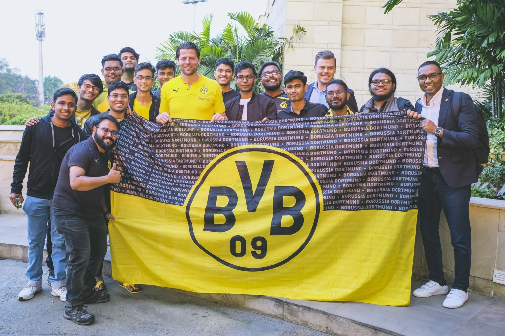Weidenfeller with the local Dortmund fans!
